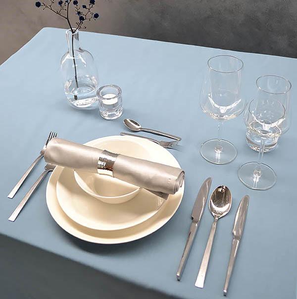dresser la table une question d tiquette de commodit. Black Bedroom Furniture Sets. Home Design Ideas